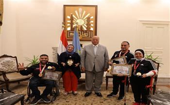 خالد-عبدالعال-يكرم-أبناء-القاهرة-أبطال-;بارالمبيات;-طوكيو|-صور
