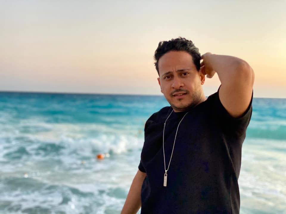 كريم عفيفي يستعد لفيلمه الجديد ;مطرح مطروح; ويصور ;زومبي;| صور