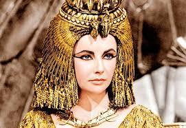 ;الملابس عند الفراعنة; كيف انتشرت الأزياء الفرعونية في بيوت الموضة العالمية؟ | صور