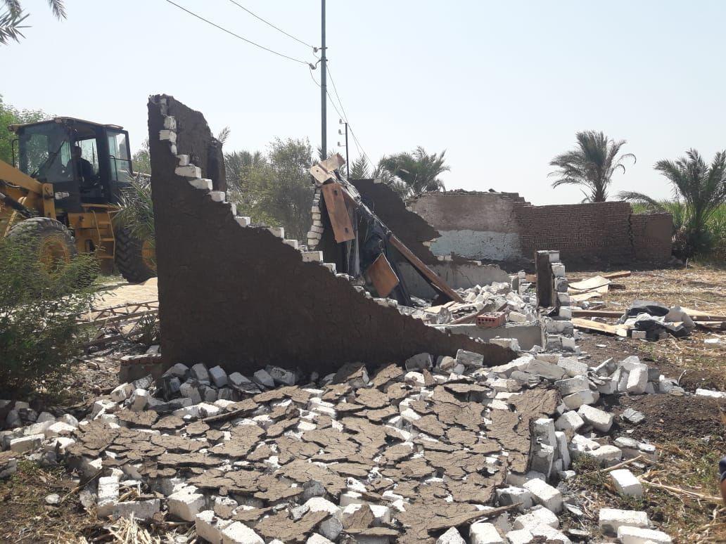 رصد  مخالفات بناء على أرض زراعية بمدينة القرنة في الأقصر |صور