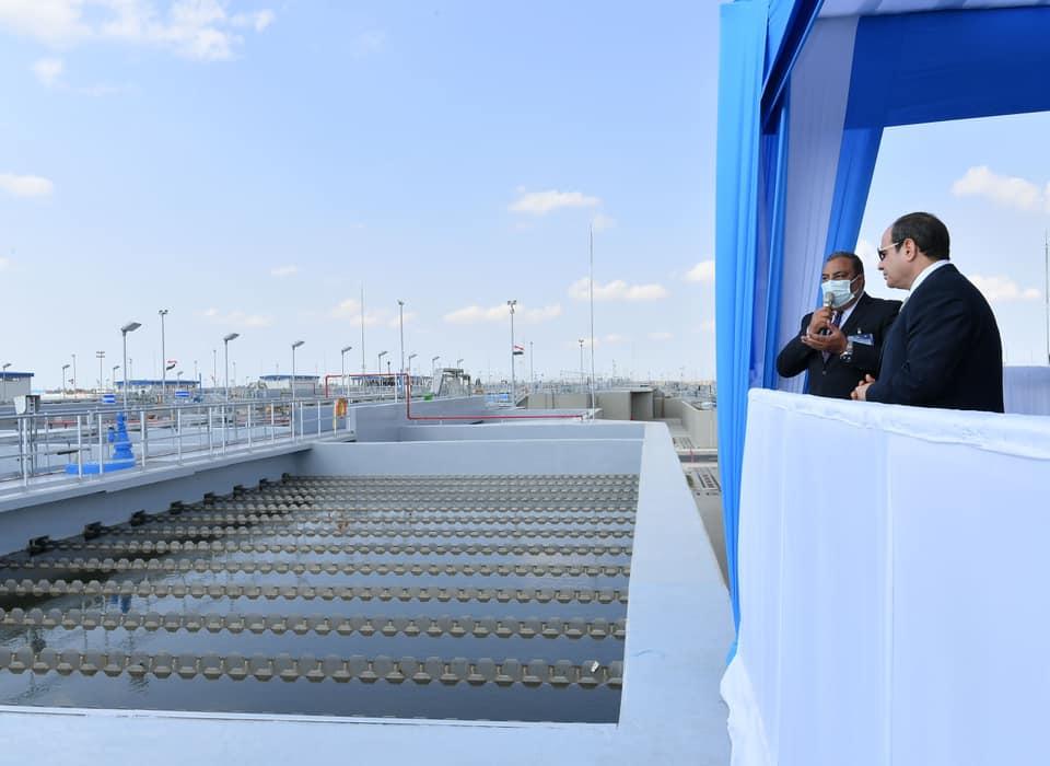 الرئيس السيسي يتفقد مبنى مضخات المآخذ بمحطة معالجة مياه مصرف بحر البقر
