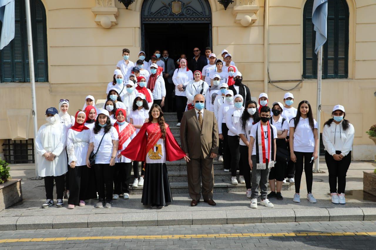 بمناسبة اليوم العالمي للسياحة خالد عبدالعال يتفقد رحلة طلابية لأهم المعالم بالقاهرة   صور
