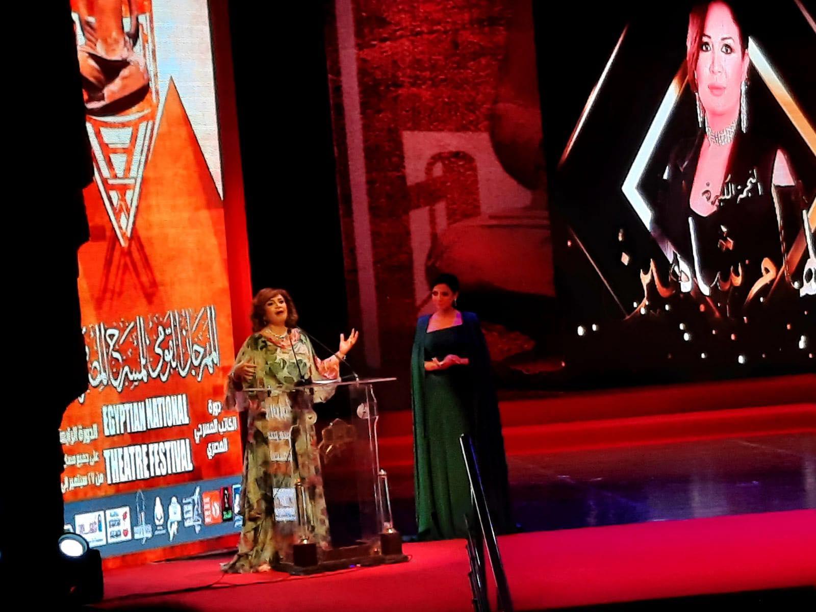 إلهام شاهين خلال تكريمها بـ القومي للمسرح  ثقافتنا وفنوننا من أقوى ما نمتلكه في مصر   صور