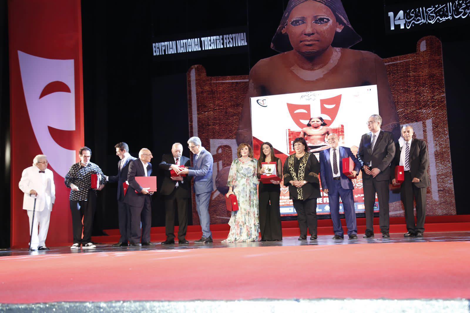 رئيس  القومي للمسرح  مصر تنتج أكثر من  عرض سنويًا ولدينا تنوع ثقافي كبير    صور