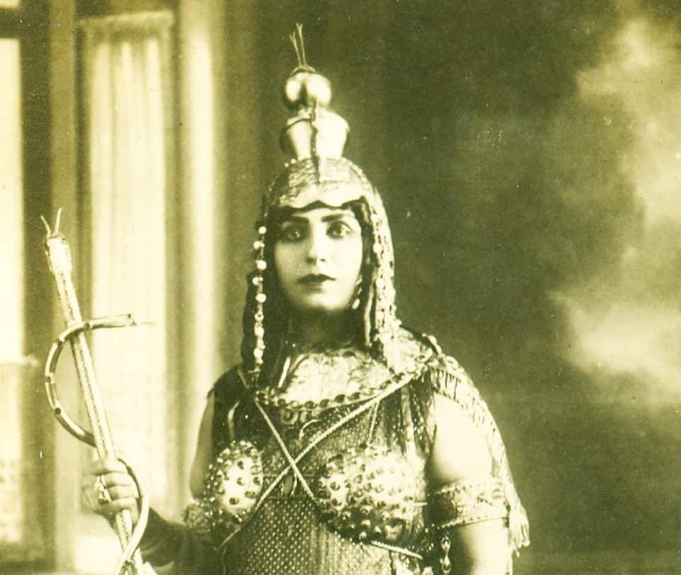 منيرة المهدية بالزى الفرعوني