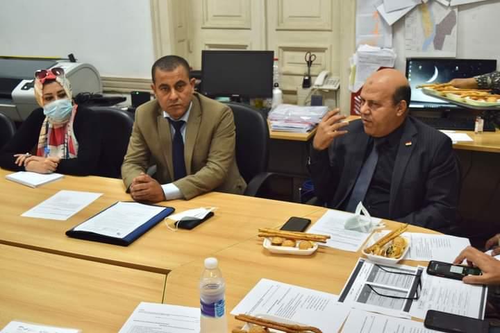 رئيس حي عين شمس  خلال الاجتماع