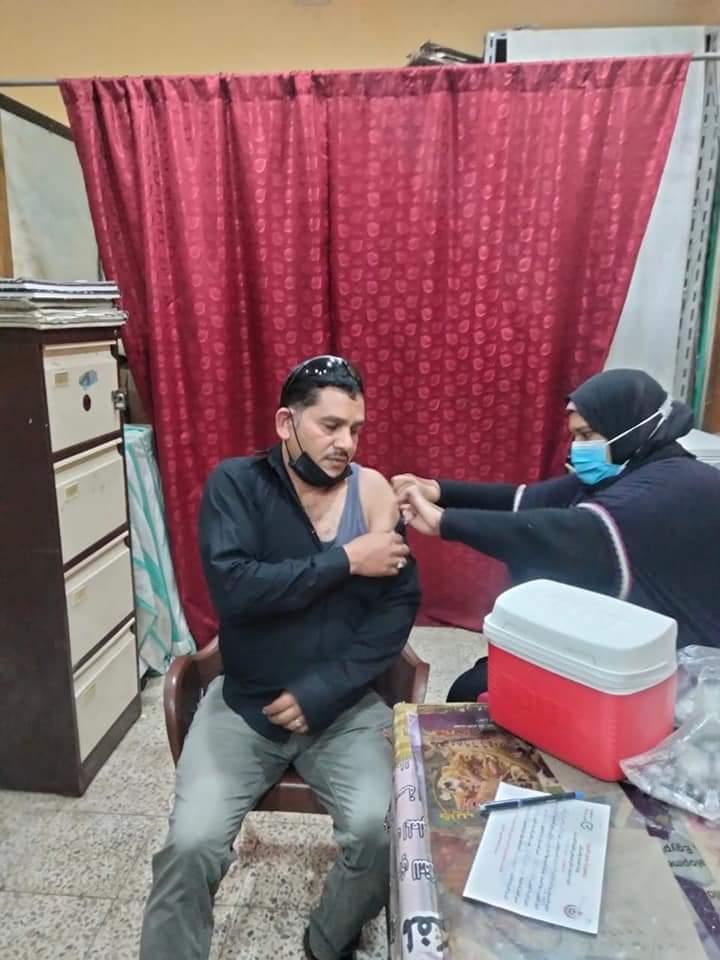 رئيس حي الأزبكية يشرف على تلقي الموظفين الجرعة الثانية من لقاح كورونا