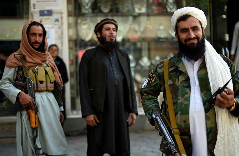 طالبان تحظر على الأفغان حلاقة اللحى وتشذيبها