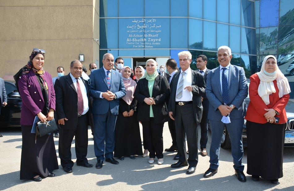وزيرة التضامن تزور مركز زايد لتعليم اللغة العربية وتثني على جهود منظمة خريجي الأزهر  صور