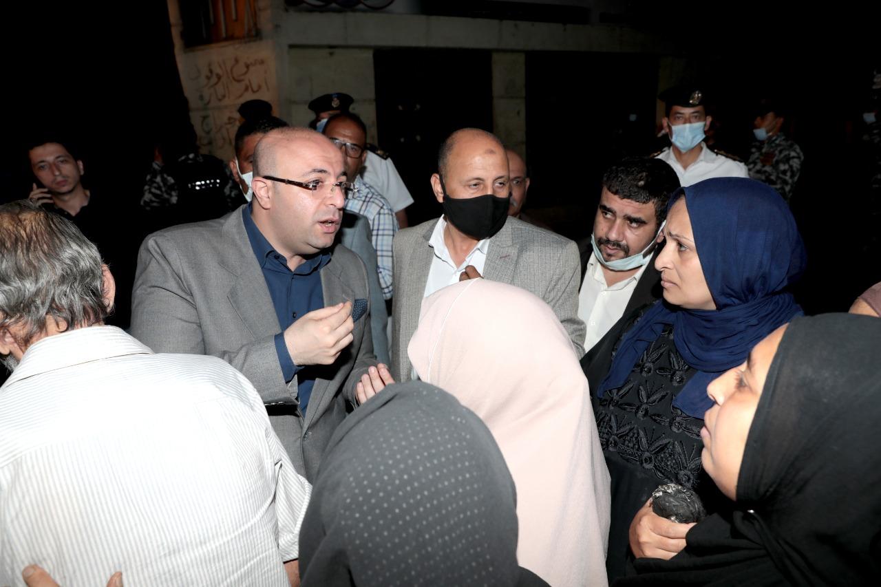 تصدع منزل في ;الرحبة; ومحافظ بني سويف ومدير الأمن يتفقدان الموقع للاطمئنان على المواطنين| صور