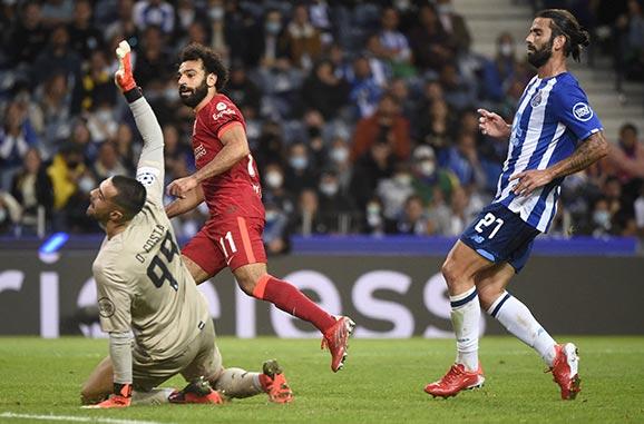 بهدفين لمحمد صلاح ليفربول يكتسح بورتو بخماسية بدوري أبطال أوروبا