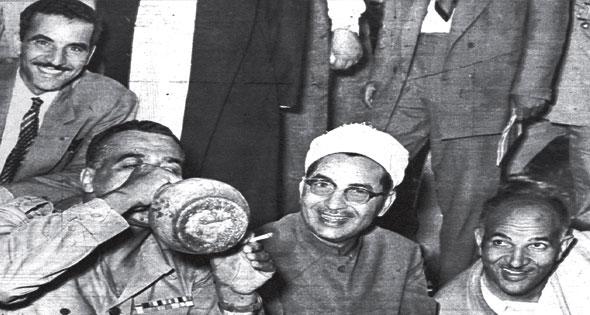 الزعيم الراحل جمال عبد الناصر يشرب من القلة القناوي