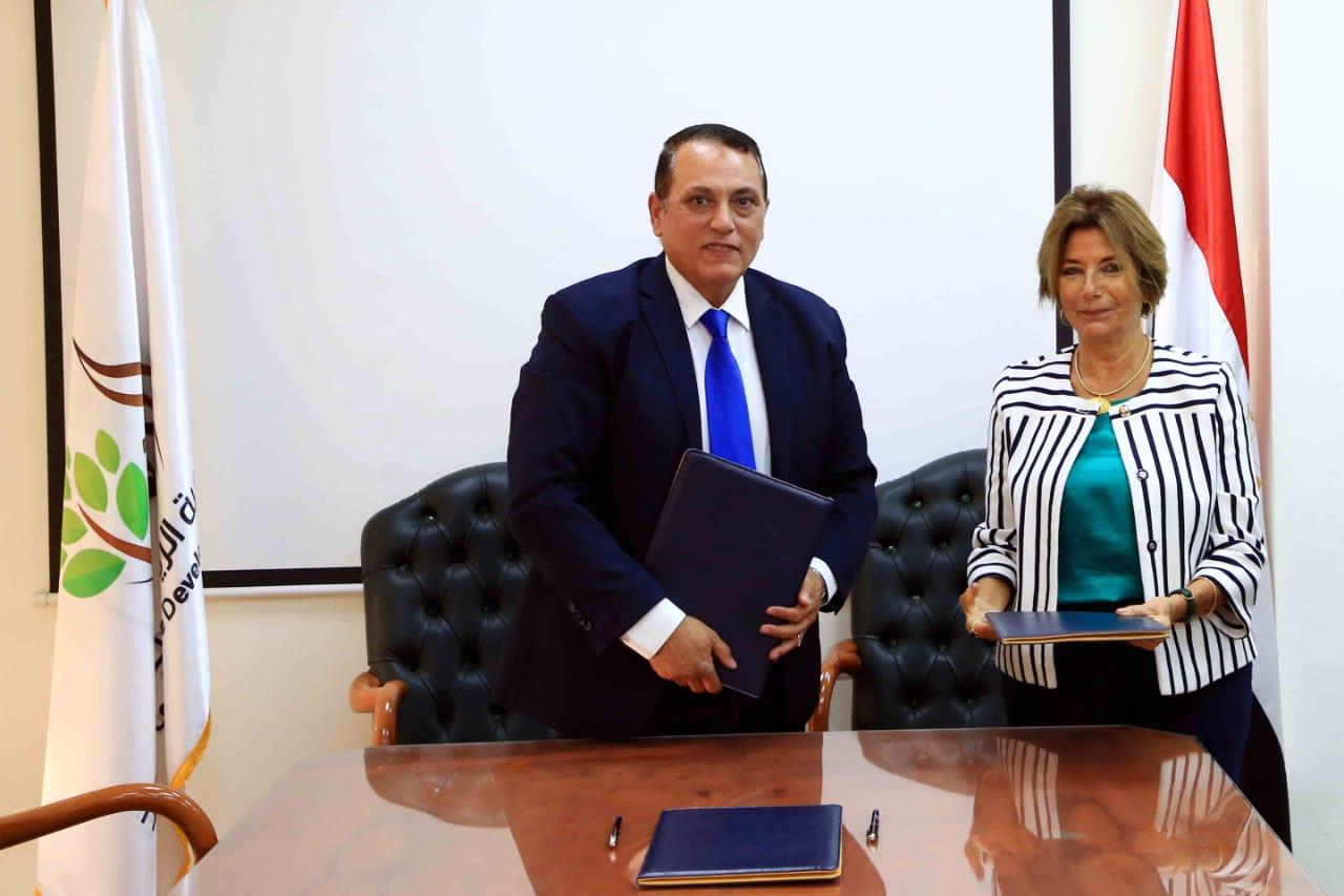 جانب من توقع برتوكول بين الريف المصرى وشبكة بشاير