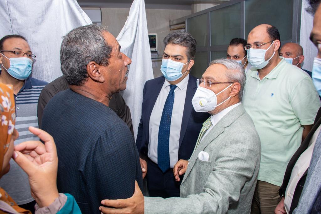 زيارة رئيس جامعة طنطا لأسرة الطفلة نورهان