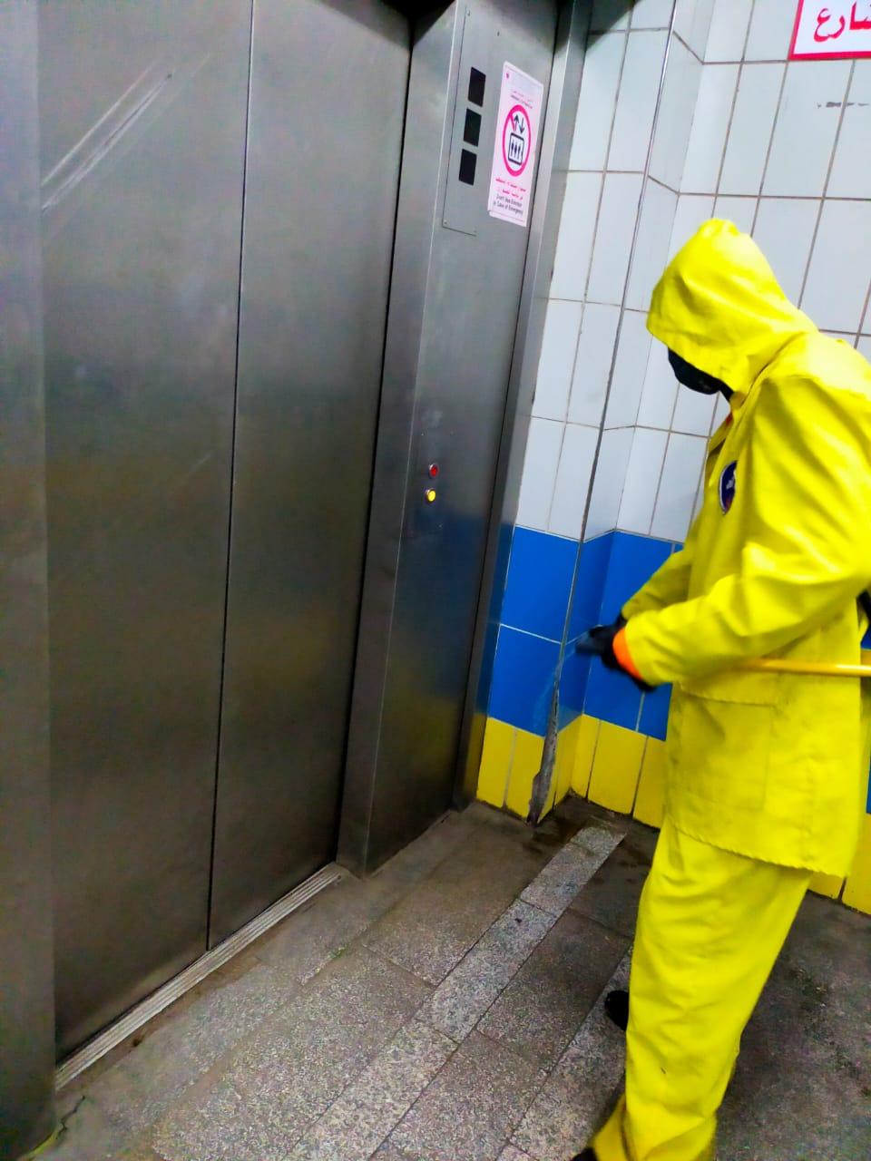 شركة المترو تواصل تطهير وتعقيم المحطات والقطارات