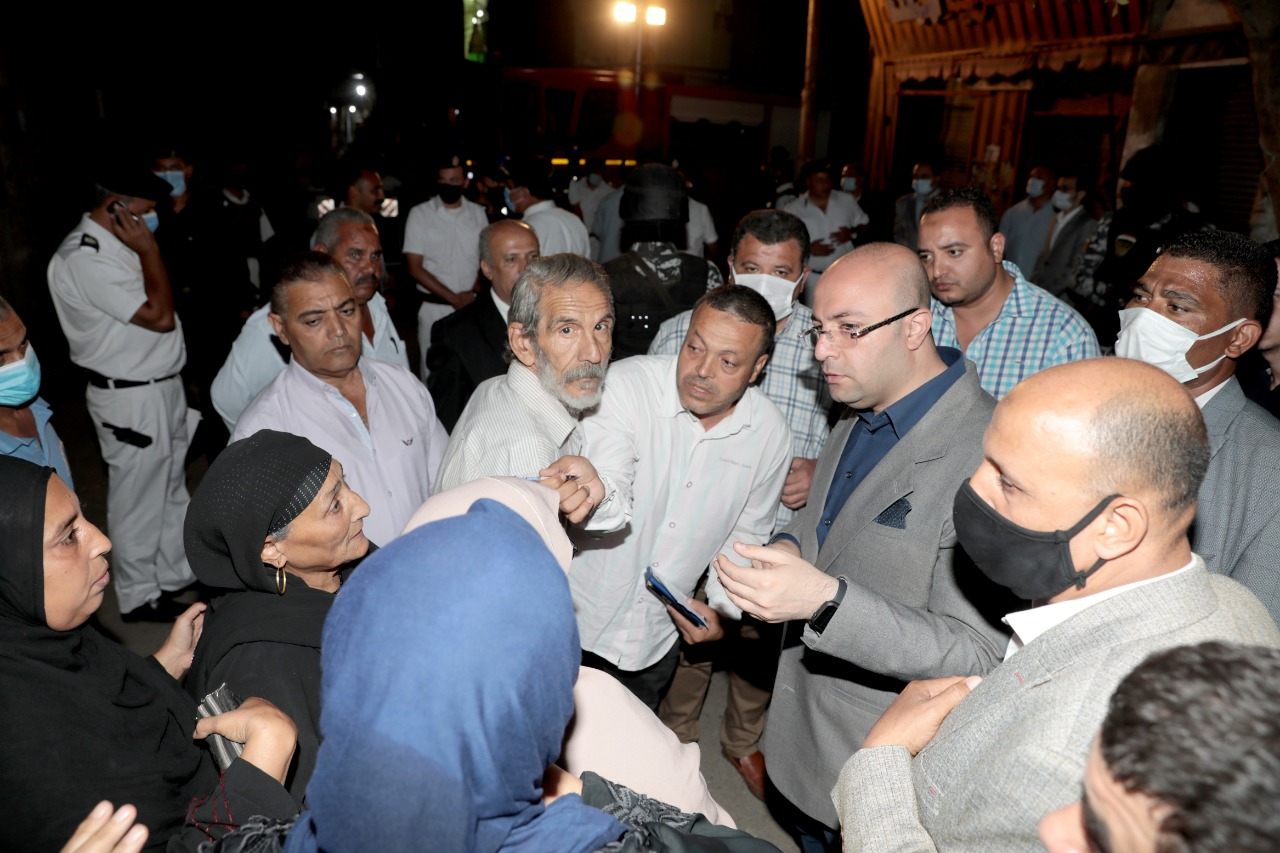 محافظ بني سويف ومدير الأمن يتفقدان الموقع للاطمئنان على المواطنين