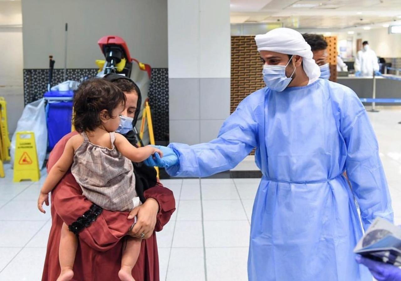 محمد بن زايد يوجه بتقديم كافة أشكال الدعم للعائلات الأفغانية بالإمارات