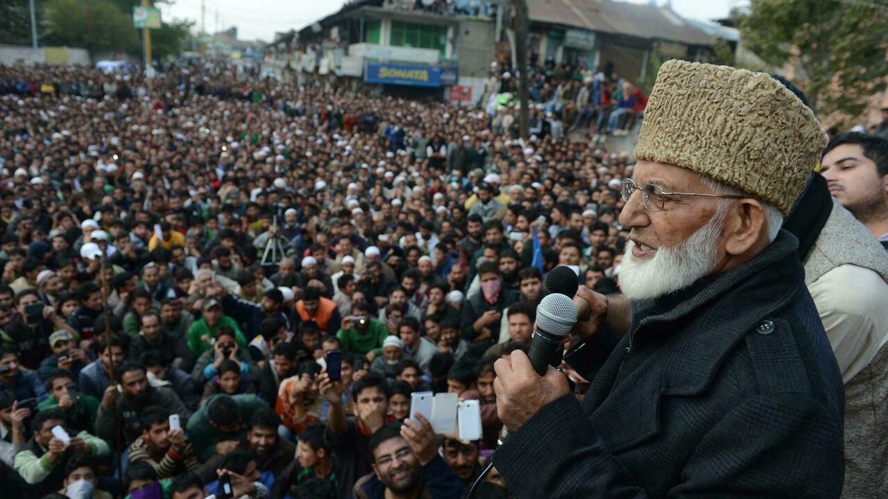 ارتفاع حدة التوتر في كشمير بعد وفاة الزعيم الديني سيد علي جيلاني