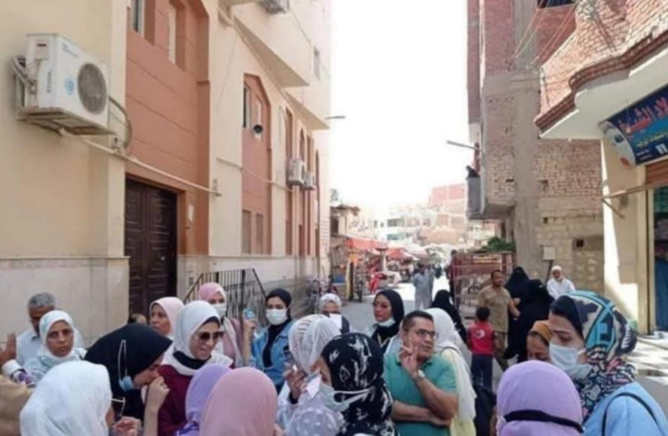 جامعة السويس تنظم قافلة توعوية لمحو الأمية بمنطقة عرب المعمل  صور