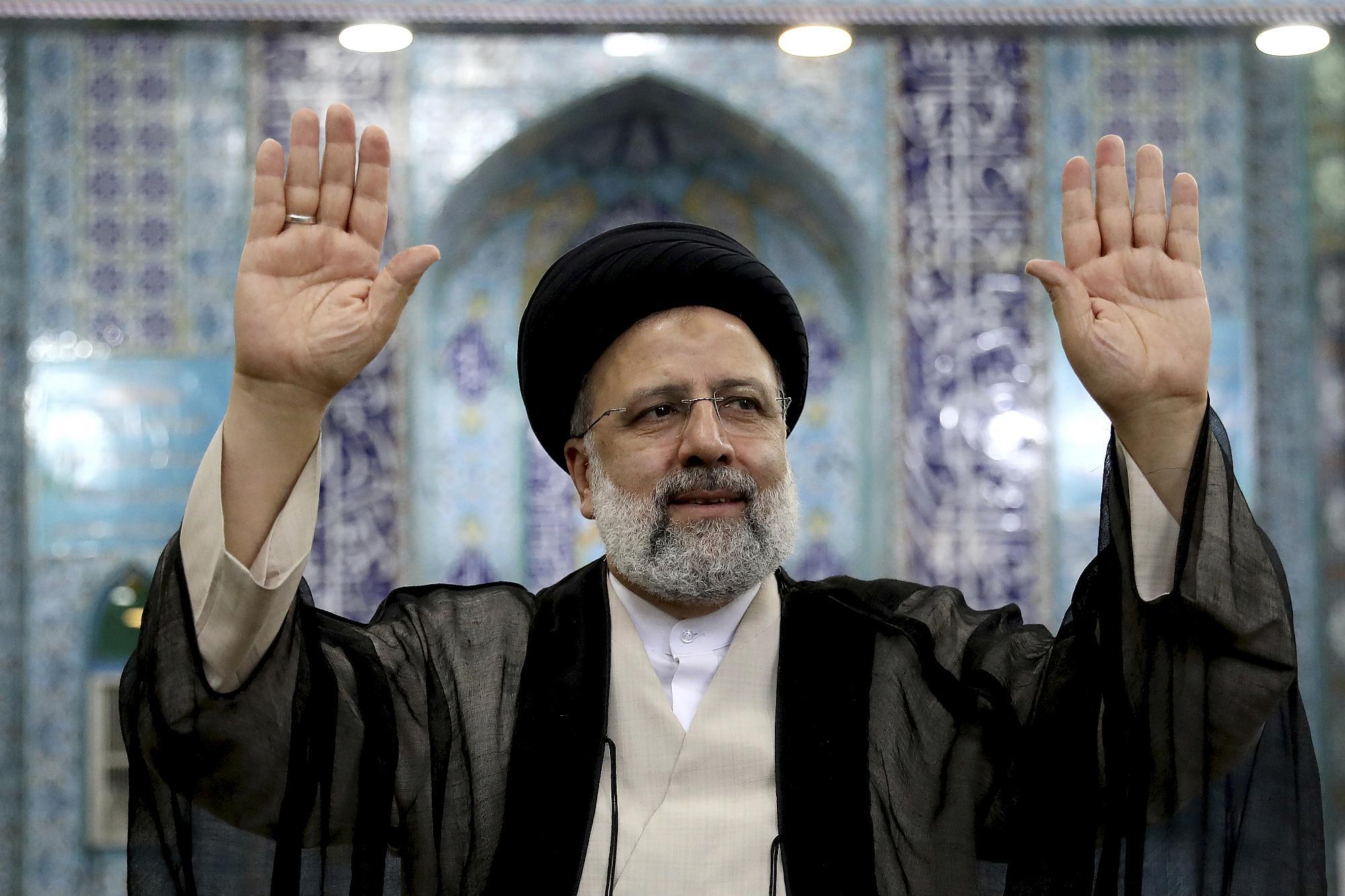 الرئيس الإيراني على المفاوضات أن تنتهي برفع الحظر عن شعبنا
