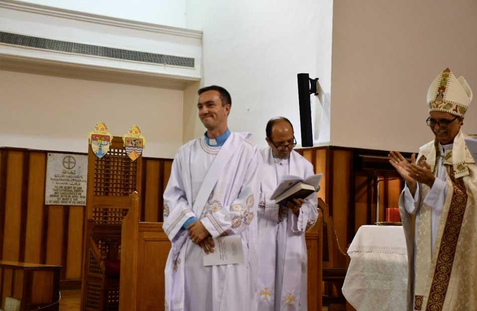 رئيس الأسقفية خلال صلوات رسامة أول كاهن أصم
