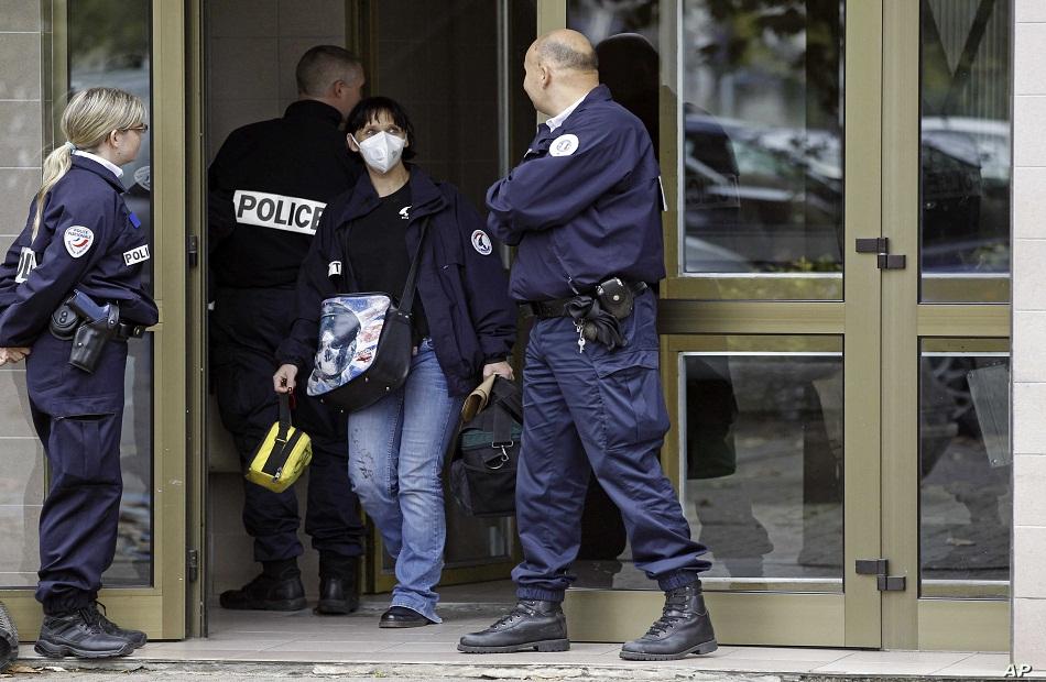 فرنسا رحّلت أكثر من  أجنبي مشتبه في تطرفهم منذ عام