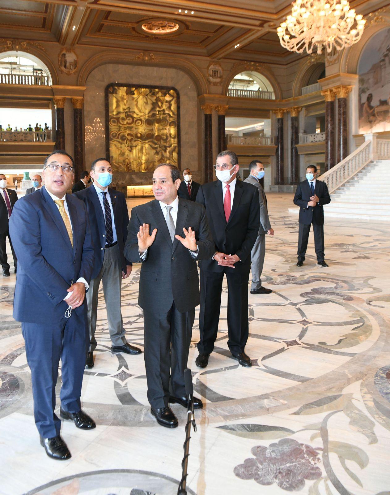 الرئيس السيسي يتفقد بعض منشآت العاصمة الإدارية