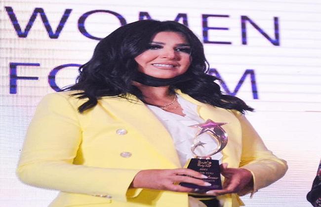 منى الشاذلي تكشف عن سر نجاحها خلال تكريمها بمنتدى المرأة المصرية صور