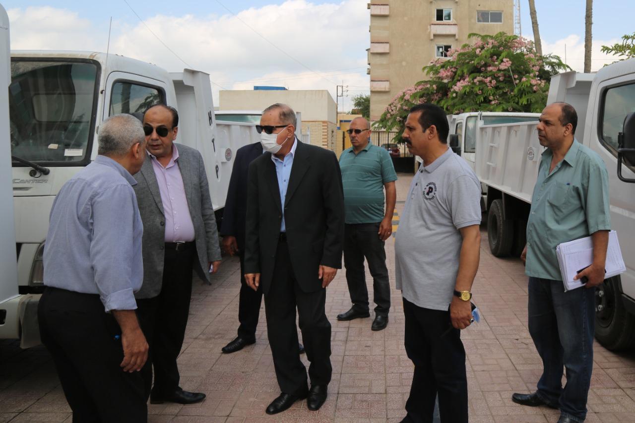 محافظ كفر الشيخ يتفقد أول دفعة من سيارات نقل القمامة ويوجه بتوزيعها| صور