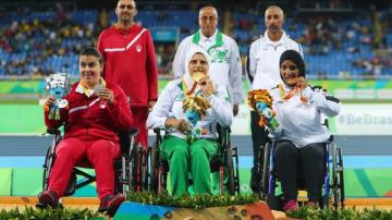رئيس الجزائر يكافئ الرياضيين المتوجين في الألعاب البارالمبية