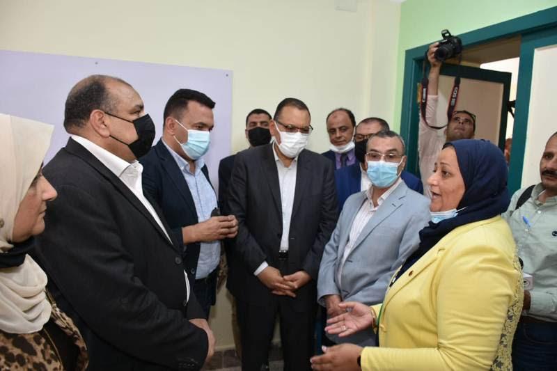 محافظ الشرقية يفتتح مدرسة الشهيد عمرو شبل للغات بالزقازيق  صور