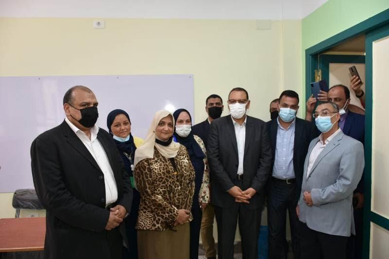 محافظ الشرقية فى مدرسة الشهيد عمرو شبل للغات