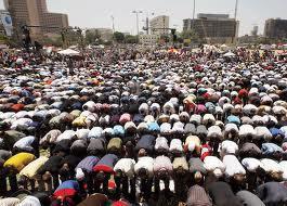 آلاف المواطنين يؤدون صلاة العيد بساحات الخلاء بالإسكندرية