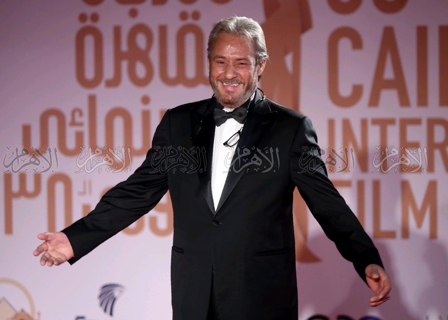 فاروق الفيشاوى خلال افتتاح مهرجان القاهرة السينمائى الدولى .